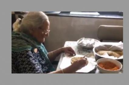 99-year-old Woman Prepares Food Packets For Migrants!