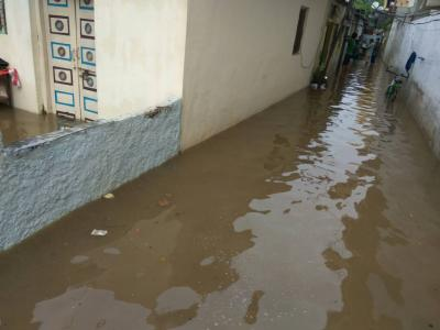 Most of the roads in Hyderabad turned into lakes as the city received heavy rain on Thursday morning. Vehicles movement slowed down on water-logged roads and low-lying places have been inundated by rain water. - Sakshi Post