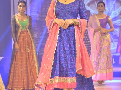 Ethnic, corporate, partywear, cocktail themed fashion show 'Sarva' was conducted on the launch of Gunpower Dressing by Srikanth Tupakula in Hyderabad on Sunday. - Sakshi Post