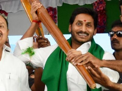 Pictures : YS Jagan Public Meeting At Duvvur  - Sakshi Post