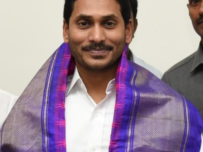 TTD  Pandits Blessings To AP CM  YS Jagan On The Occasion Of New Year  - Sakshi Post