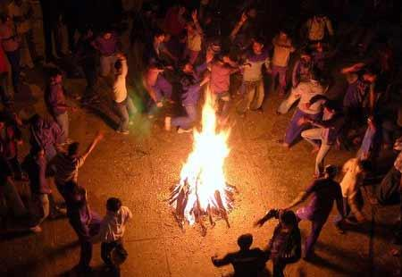 Bhogi celebrated in Andhra with gaiety - Sakshi Post