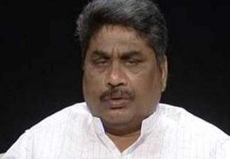 Venugopal Reddy threatens to kill himself with knife in LS - Sakshi Post