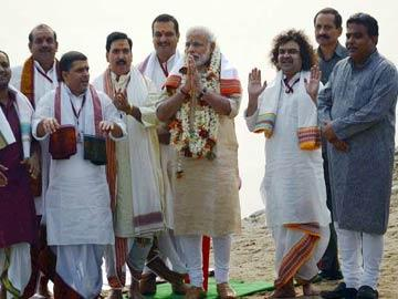Modi in Varanasi today for 'Good Governance Day' - Sakshi Post