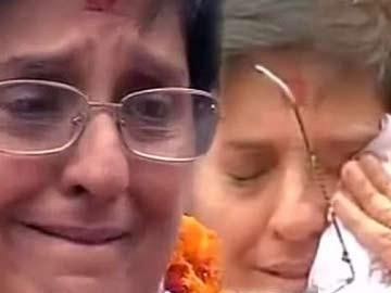 Fan Support: Iron lady Bedi moved to tears - Sakshi Post