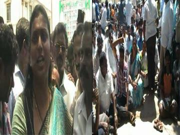 Foisting cases: Roja stages dharna in front of Puttur PS - Sakshi Post