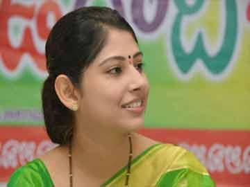 Diabetic girl's wish to meet woman IAS officer fulfilled - Sakshi Post