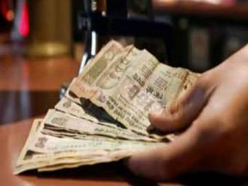 College official caught for taking bribe - Sakshi Post
