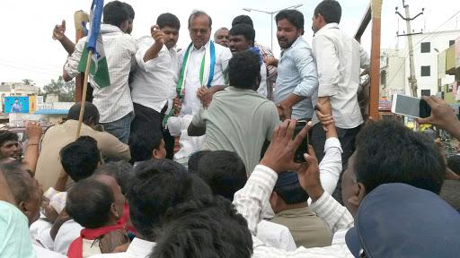 The YSRCP sponsored bandh is getting huge response from political parties, student unions and social organisations. - Sakshi Post