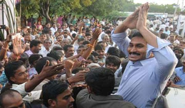 YS Jagan being welcomed by supporters - Sakshi Post