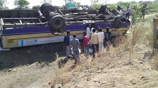 Two of the passengers, who died on the spot, were women. The bodies were sent for an autopsy to Ashti rural hospital. (Representational image) - Sakshi Post