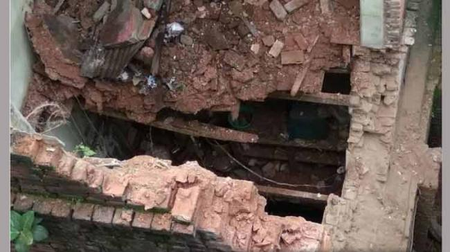 A four-storey dilapidated building in central Kolkata's Posta area, the biggest wholesale hub of eastern India, collapsed today, killing three members of a family. (Representational image) - Sakshi Post