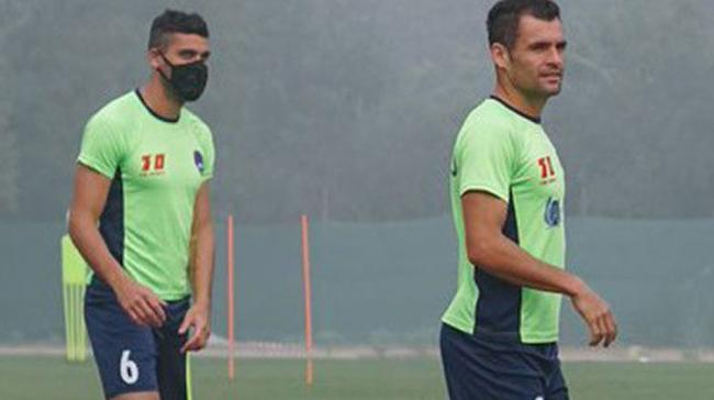 Delhi Dynamos players forced to train wearing masks due to smog trouble - Sakshi Post