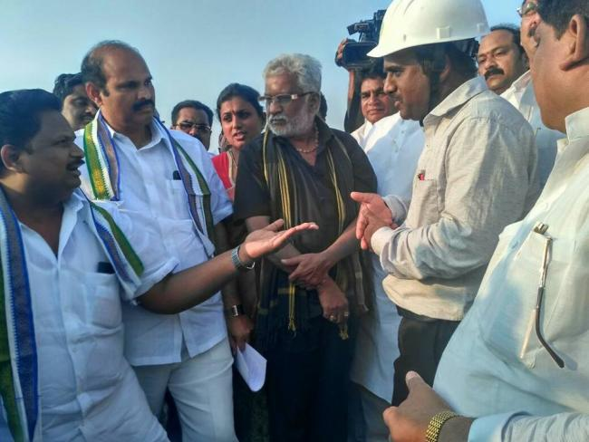 YSRCP leaders interacting with Polavaram project officials - Sakshi Post