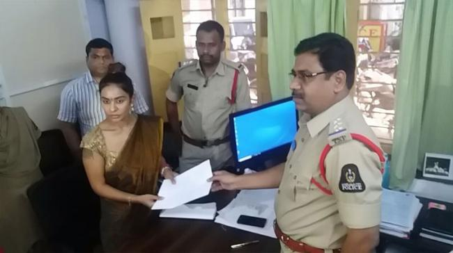 Actress Sri Reddy handing over a copy of her complaint to the Circle Inspector of Humayun Nagar Police Station - Sakshi Post