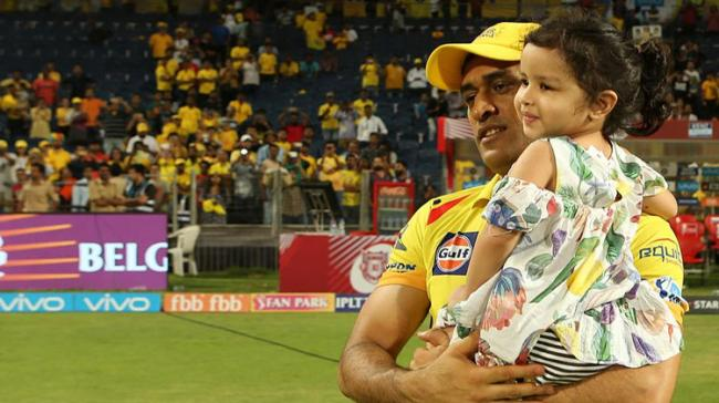 MS Dhoni with his daughter Ziva - Sakshi Post