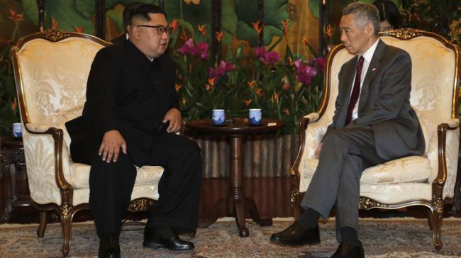 North Korean leader Kim Jong Un meets with Singapores Prime Minister Lee Hsien Loong  - Sakshi Post