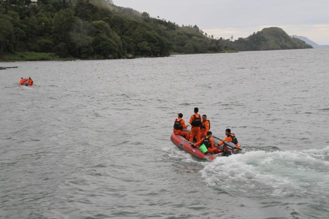 <b></b> Rescue teams continue to search for victims at Lake Toba ferry port in the province of North Sumatra, after a boat overturned and rescue were being halted due to a bad weather - Sakshi Post