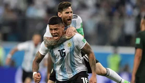 Marcos Rojo celebrates with Lionel Messi after scoring the winner for Argentina vs Nigeria - Sakshi Post