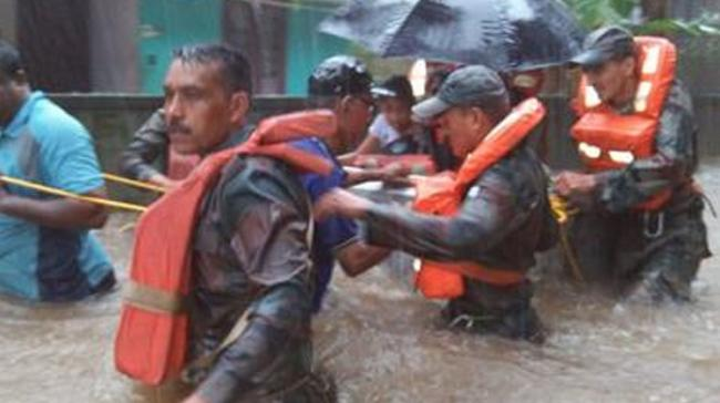 Engaged in rescue and relief operations in flood-hit Kerala, the Indian Army has been able to rescue 3,627 persons till date - Sakshi Post