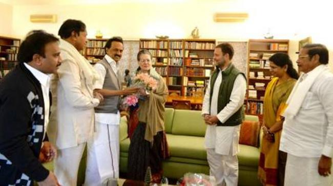 DMK Chief Stalin Meets Sonia, Rahul - Sakshi Post