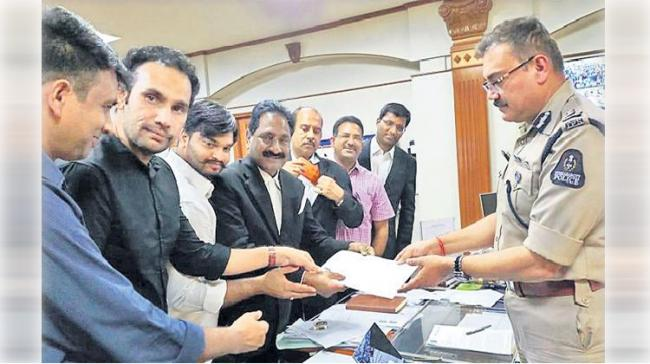 YSRCP Leaders submitting complaint to  CP Anjani Kumar in Hyderabad - Sakshi Post