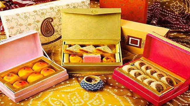 Ideas For Gifts With Wedding Invites - Sakshi Post