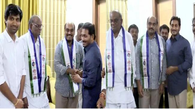 YSRCP leader YS Jagan Mohan Reddy welcoming new party cadre - Sakshi Post