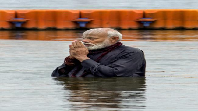 Prime Minister Narendra  Modi took the holy dip in Sangam. - Sakshi Post