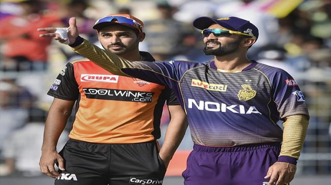 KKR captain Dinesh Kartik and SRH captain Bhuvneswar Kumar during toss - Sakshi Post