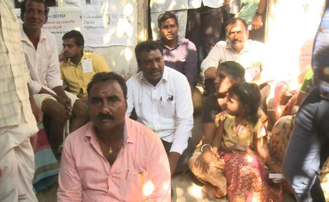 Alla Ramakrishna Reddy sat on a protest along with voters - Sakshi Post