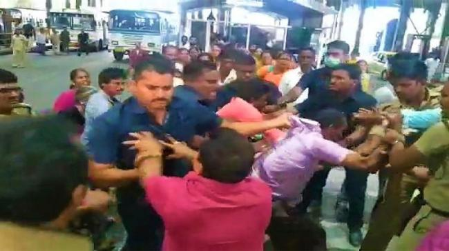 The devotee was thrashed by the security personnel for carrying gutkha - Sakshi Post
