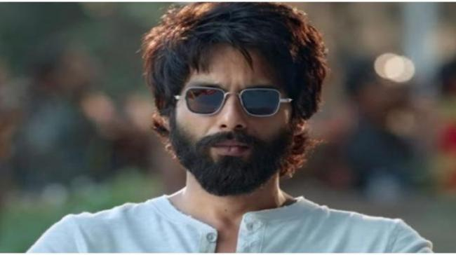 """He started out by playing a chocolate boy in """"Ishq Vishk"""", but then with films like """"Kaminey"""", """"Haider"""" and """"Udta Punjab"""", Shahid Kapoor proved his versatility - Sakshi Post"""