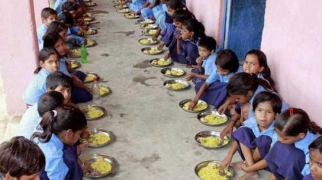 No Check On Midday Meals As 900 Children Have Taken Ill - Sakshi Post