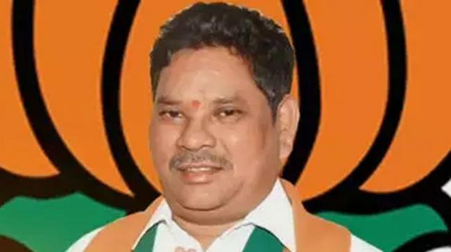 Stirring up a controversy, Adilabad MP Soyam Bapurao asked tribals to attack Forest officials with sticks and pluck out saplings - Sakshi Post