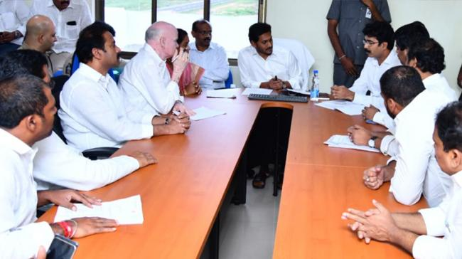 Chief Minister Sri YS Jagan Mohan Reddy has announced an splecial aid of Rs 5,000 each to the families whose dwellings were submerged in the Godavari floods - Sakshi Post