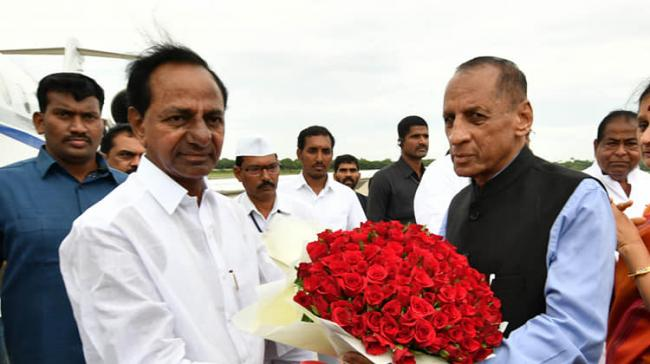 Outgoing Governor of Telangana E S L Narasimhan was accorded a warm farewell by Chief Minister K Chandrasekhar Rao - Sakshi Post