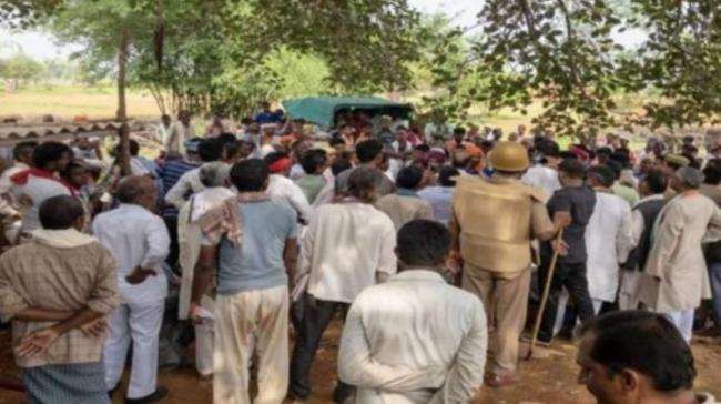 Villagers Thrash Police After Finding Bodies Of Missing Boys In Ditch - Sakshi Post