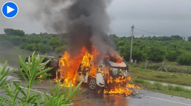 Two Cars Collides on NH 65 And Reduced To Ashes - Sakshi Post