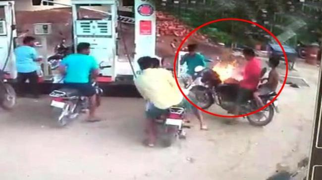 Fire Breaks Out At Sattenapalle Petrol Pump - Sakshi Post