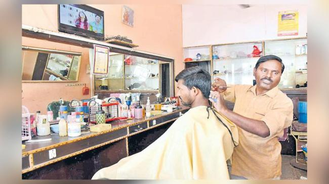 Mahipal, a conductor of TSRTC took it as a challenge and donned as hairdresser in his town for his livelihood - Sakshi Post