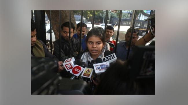 Lone woman's protest against rape wins Twitterati support (Image Courtesy: IANS) - Sakshi Post
