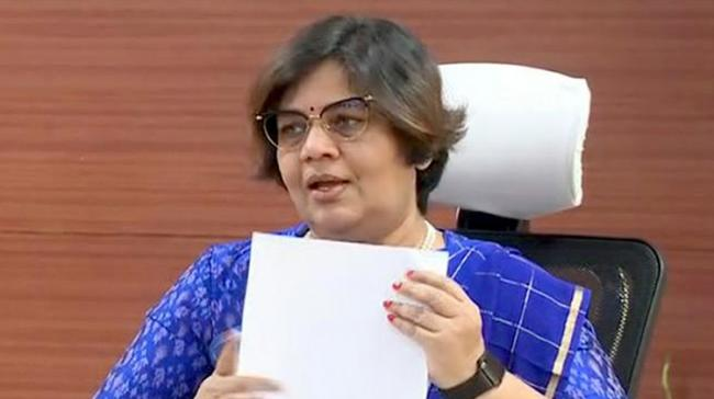 Director of Municipal Administration Dr TK Sridevi announcing the details pertaining to the reservations - Sakshi Post