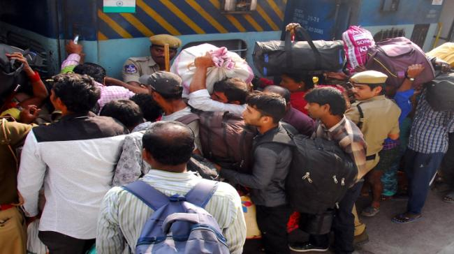 Mad Rush In Buses, Trains… - Sakshi Post