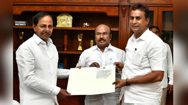 CM KCR with Tamil N aduMinisters S.P. Velumani and D. Jayakumar - Sakshi Post
