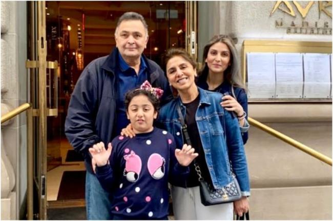 Riddhima Sahani with her Mother and Dad Rishi Kapoor - Sakshi Post