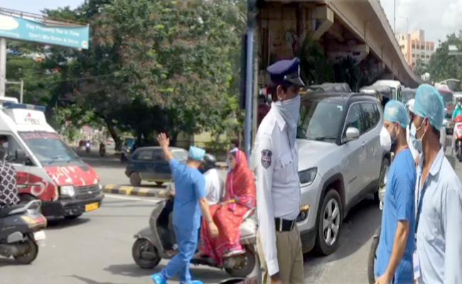 Hyderabad: Ambulance stopped to let VIP convoy pass, medics scold  traffic police - Sakshi Post