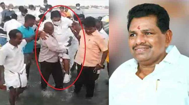 Viral Video :TN Fisheries Minister Carried To Shoreline By Fishermen As He Didn't Want To Wet His Shoes - Sakshi Post