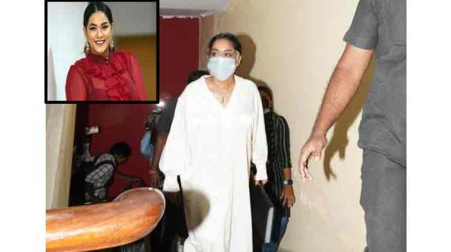 Tollywood drugs case: Actor Mumaith Khan  and manager appears before ED  - Sakshi Post
